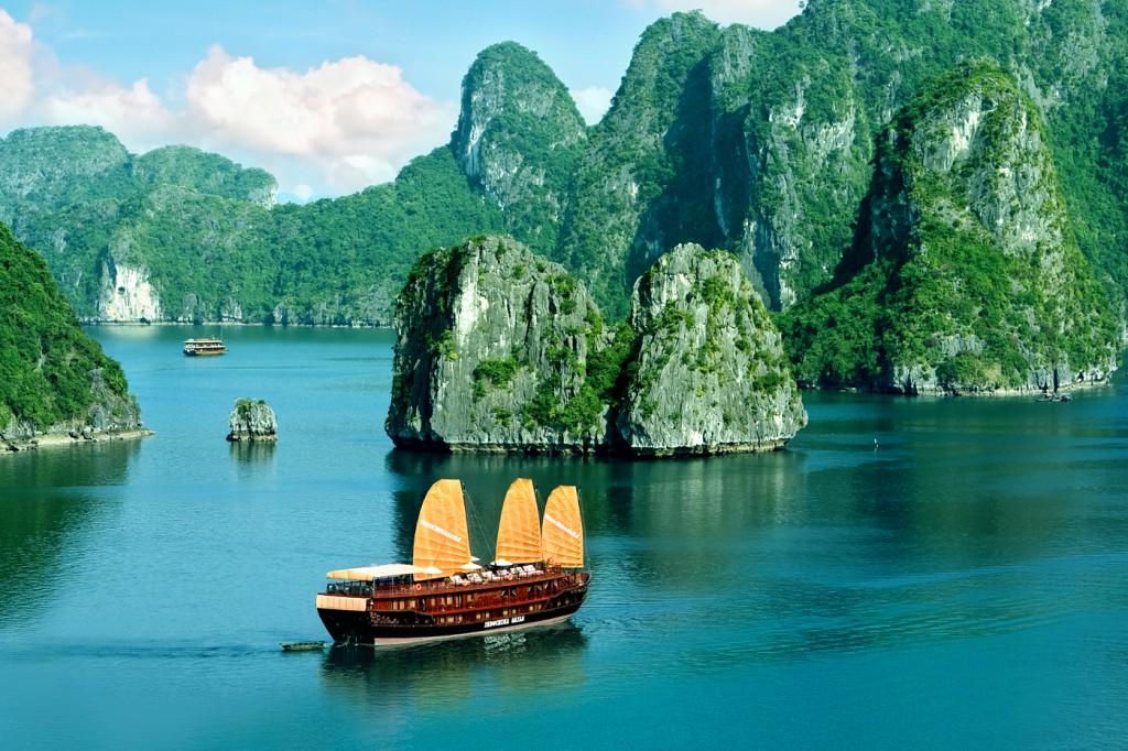 Khám phá tour Hà Nội – Hạ Long Tour bằng Du Thuyền Halong Dolphin Diamond