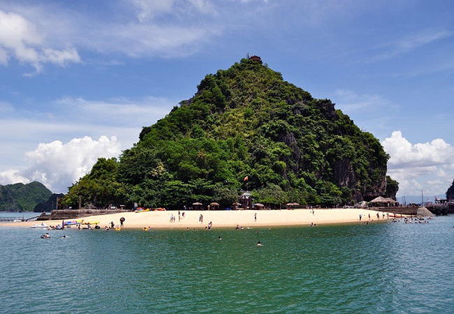 Đảo Titop trên vịnh Hạ Long