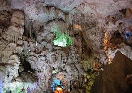 Vẻ đẹp kỳ diệu Hang Trinh Nữ ở Hạ Long.