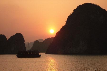 Du lịch Hạ Long – Hoàng hôn trên Vịnh Hạ Long