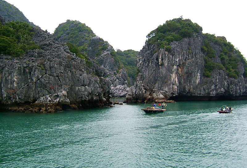 Khám phá vẻ đẹp vịnh Lan Hạ đảo Cát Bà