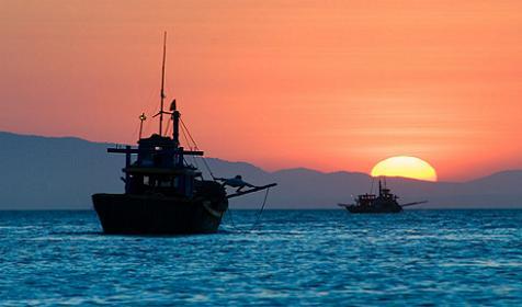 tàu cao tốc trên biển Quan Lạn
