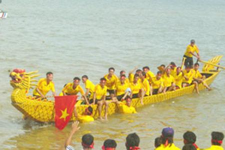 Lễ hội đua thuyền ở Đồ Sơn