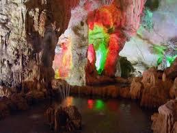 Khám phá hang Trinh Nữ đẹp tuyệt vời.