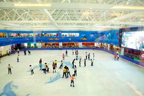 Sân băng Vinpearlland Ice Rink rộng rãi