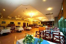 Khách sạn Sài Gòn Hạ Long gồm 2 nhà hàng phục vụ các món ăn đa dạng