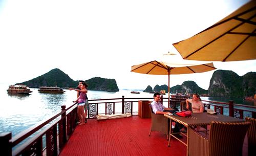Trải nghiệm ngủ đêm trên du thuyền vịnh Hạ Long