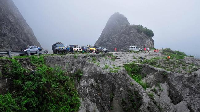 Đèo Thung Khe là nơi nghỉ chân cho du khách sau một quãng đường dài
