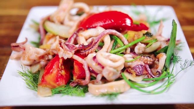 Mực xào cần tỏi - Đặc sản Quảng Ninh